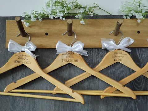 Personalised Wooden Bridal Wedding Hangers Set of 7 with Bow (D2)